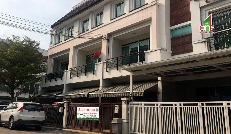 ทาวน์โฮม   3  ชั้น  ม.บ้านกลางเมืองเดอะรอยัลโมนาโค ซ.ศรีนครินทร์ 24  สวนหลวง  กรุงเทพฯ